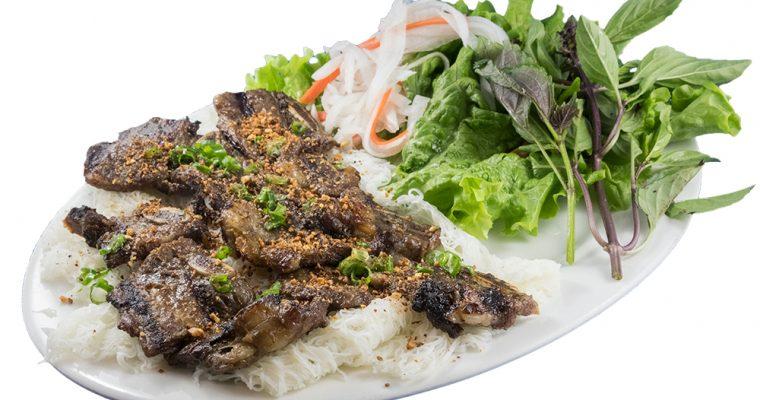 Bánh hỏi sườn bò rau sống  – Grilled beef short rib with special Vietnamese woven fine rice noodle bundles