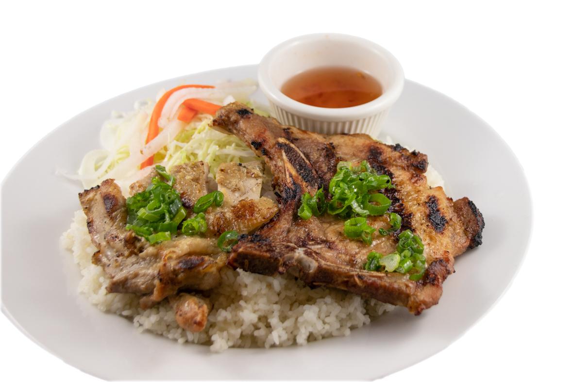 Cơm gà sườn – Barbequed pork chop & chicken with rice