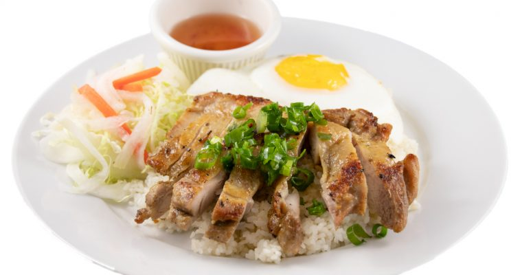 Cơm gà trứng ốp la – Barbequed chicken and sunny-side-up egg with rice