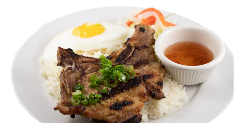 Cơm sườn trứng ốp la – Barbequed pork chop and sunny-side-up egg with rice