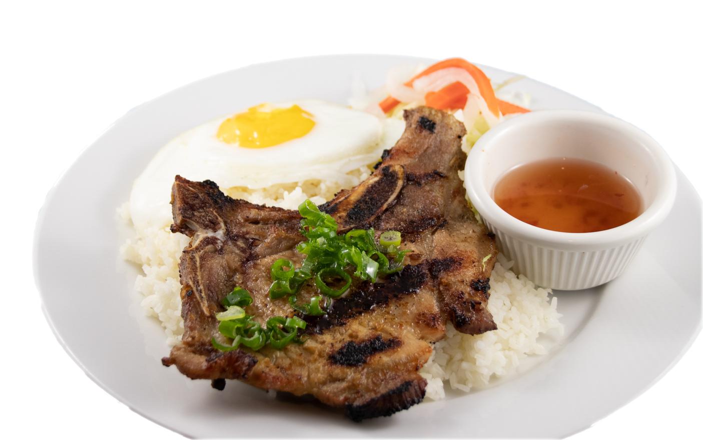 Cơm sườn trứng ốp la – Barbequed pork chop and sunny-side-up egg with rice